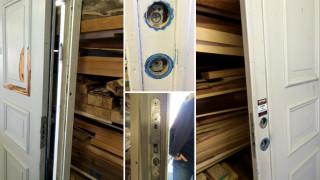 Ytterdörr till Stugan i Viken restaureras