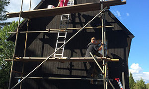 Utomhusarbete på höjden i Stugan i viken